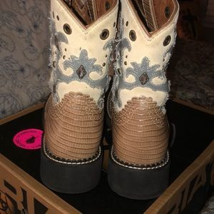 Ariat Shoes - Amazing  Ariat 7 Boot. Cute with skirts or shorts!